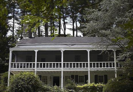 La fachada de la casa de Cedar Lane de los Cheever.