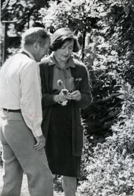John Cheever y su mujer, Mary, en su casa de Ossining, en 1979.