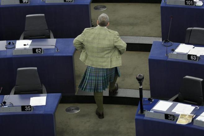 Un miembro del partido Ukip lleva el tradicional 'kilt'...