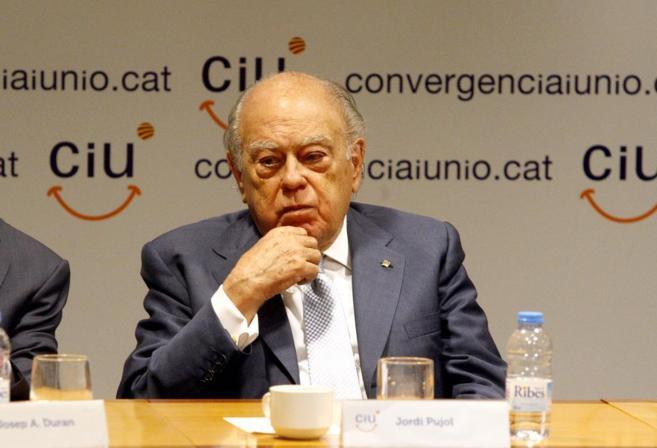 Jordi Pujol en una reunión en la sede de CiU.