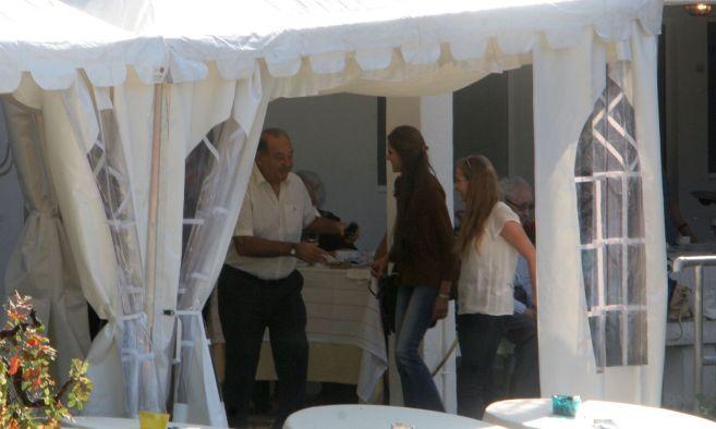 Carlos Slim durante la romería de San Esteban