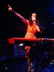Joan Wasser sobre el escenario.