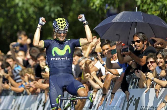 Alejandro Valverde entra victorioso en la meta de la Clásica de San...