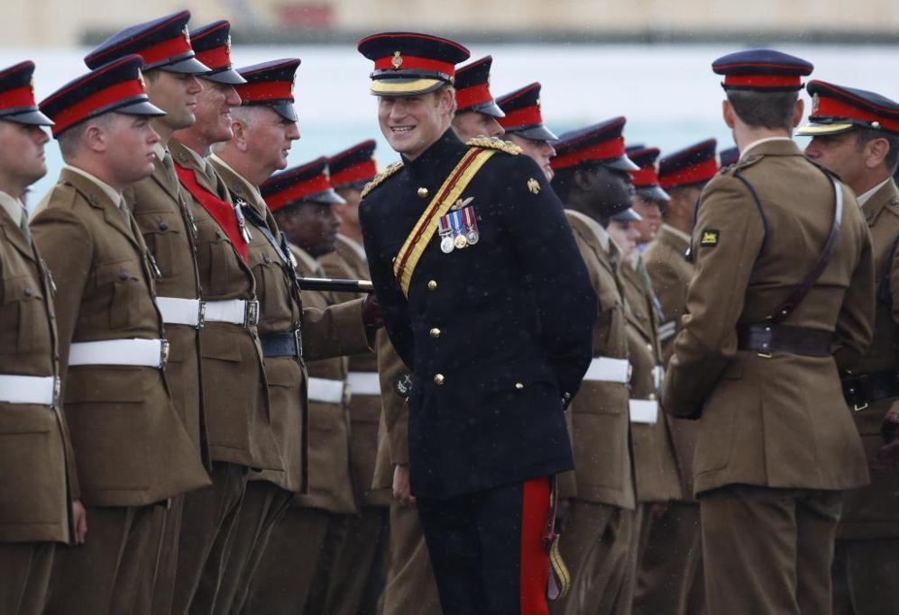 El príncipe Harry de Inglaterra durante la ceremonia en...