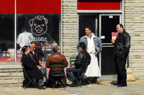 Cerdos y fiambres en la charcutería Satriale's.