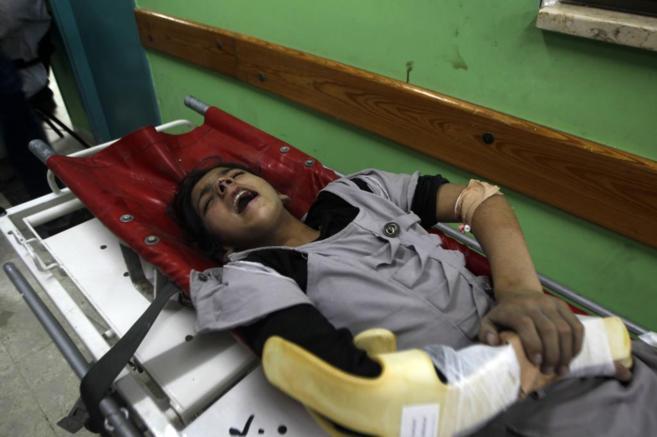 Una niña palestina herida por fuego israelí, en un hospital de...