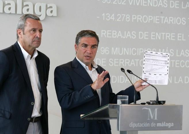 El presidente de la Diputación, Elías Bendodo, y  el gerente, Luis...