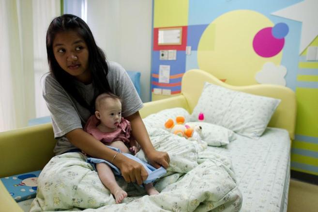 La madre de alquiler del niño con Síndrome de Down abandonado por...