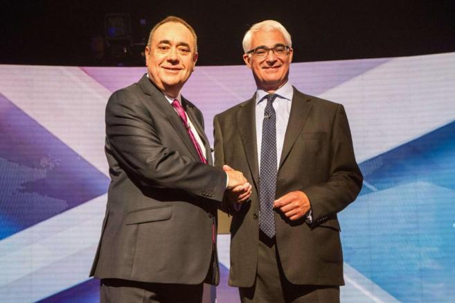 Alex Salmond (i) y Alistair Darling (d)