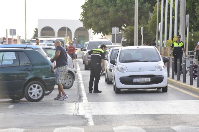 Agentes de la Policía Local de San José durante un control de...
