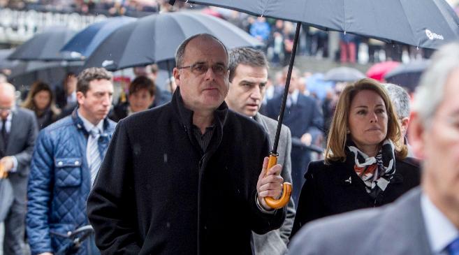 Joseba Egibar camina junto a Arantza Quiroga con Antón Damborenea en...