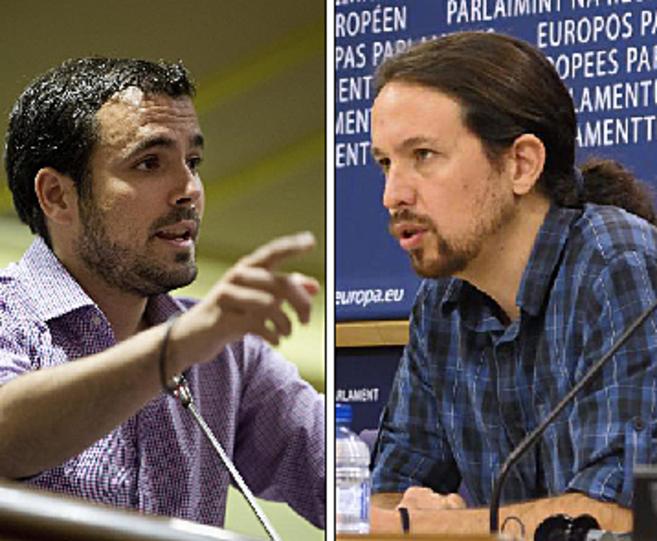 El diputado y nuevo referente de IU, Alberto Garzón (izqda.) y el...