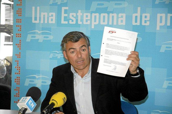 Ignacio Mena, durante una rueda de prensa del PP.