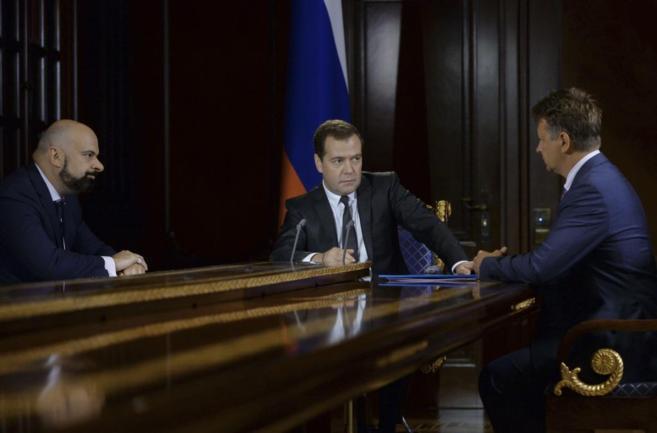 Medvedev, el ministro ruso de Transportes y el presidente de Aeroflot...
