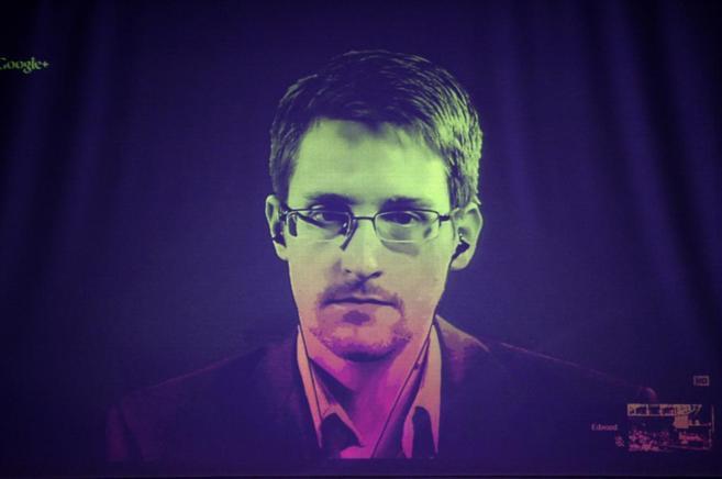 Edward Snowden durante una conferencia con parlamentarios europeos en...