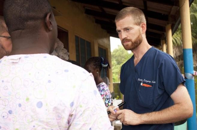 El doctor Kent Brantly cuando estaba trabajando cerca de Monrovia, en...