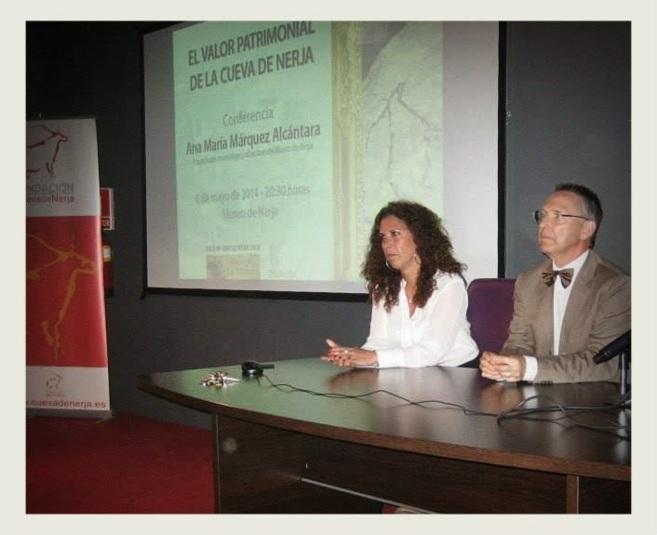 Ana María Márquez, durante una conferencia sobre la Cueva de Nerja.