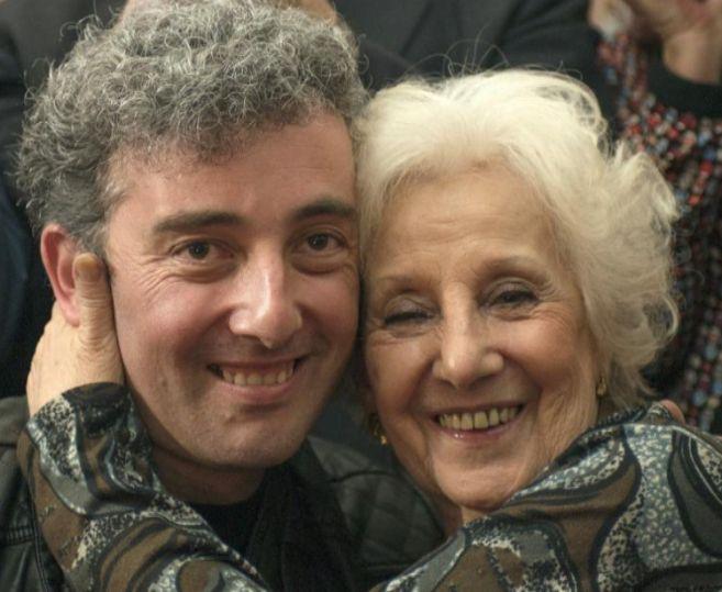 Guido con su abuela Estela Carlotto.