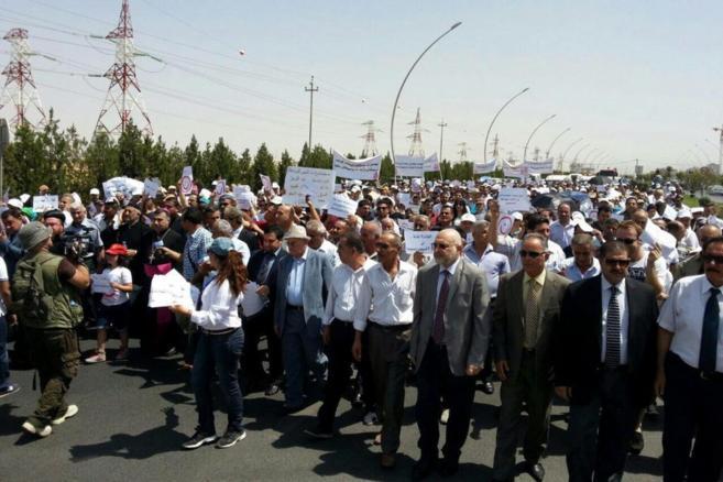 Varios cristianos participan en una manifestación en la región de...
