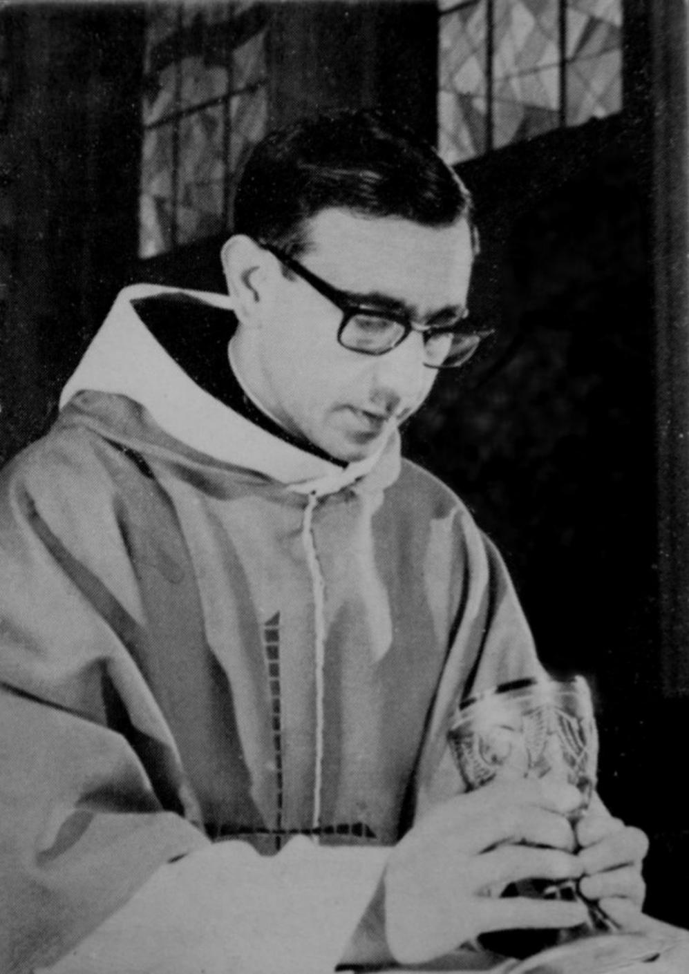 En 1962, cuando se ordenó sacerdote en Madrid. Luego estudió...