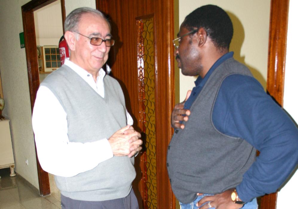 Miguel con su admirado Patrick, director del hospital de Liberia. Al...