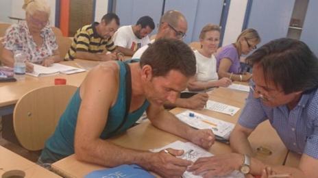 Una clase en el centro de educación de adultos del Polígono Sur.