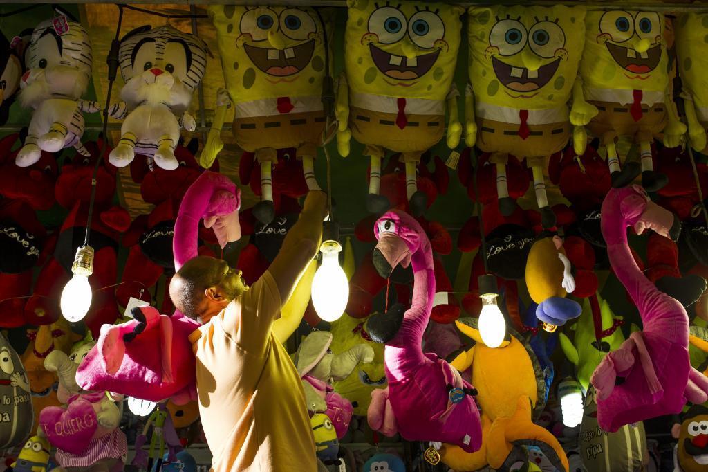 El puesto lleno de muñecos de Bob Esponja del clan de los Díaz: 18...