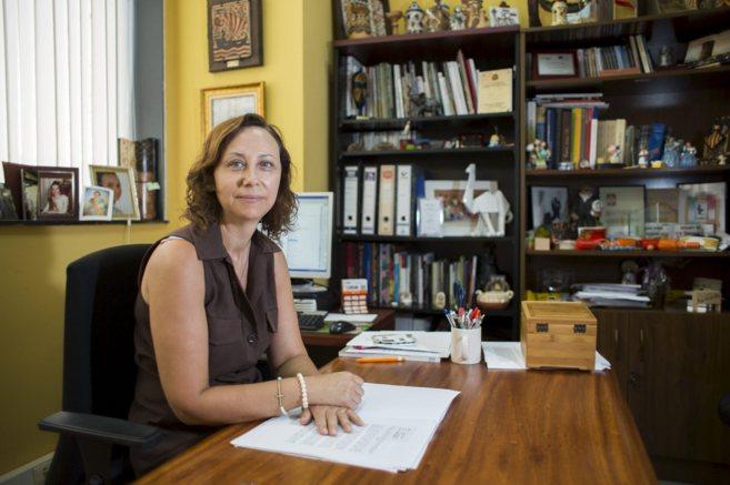 Elena Martínez, la sucesora de Lorenzo Agustí, en su despacho de...