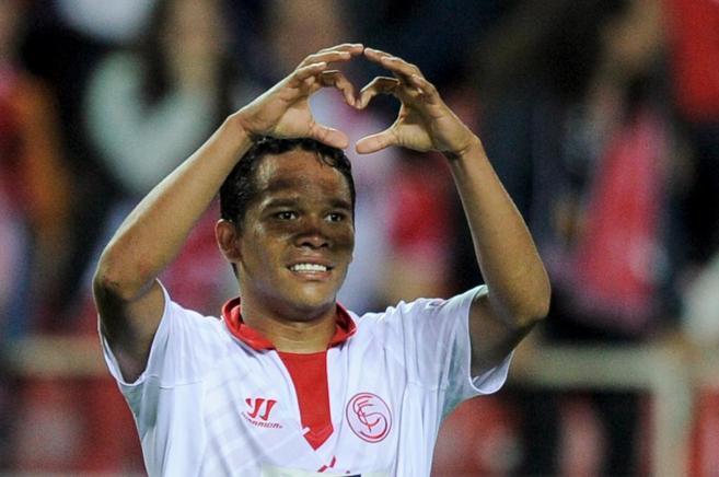 Bacca celebra un gol con el Sevilla.