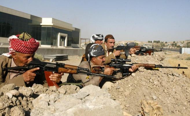 Milicianos kurdos toman posiciones frente a los yihadistas cerca de...
