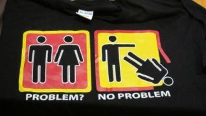 Imagen de la polémica camiseta distribuida por una discoteca del...