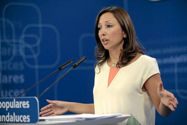 Patricia Navarro, vicesecretaria del PP-A, durante la rueda de prensa.