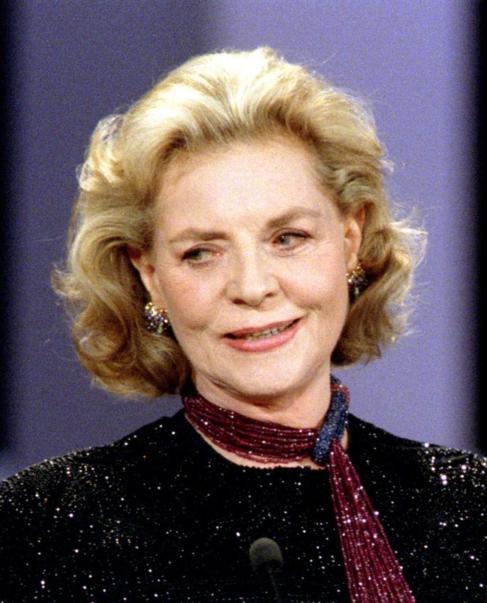 Lauren Bacall durante una entrega de premios en París en 1996.