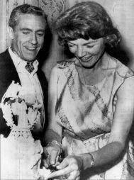 Bacall, en su boda con su segundo marido.