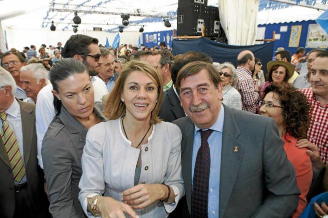Gonzalo Lago, con Cospedal en un acto durante la campaña electoral de...