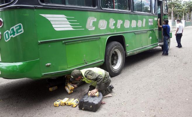 Integrantes de la Policía de Colombia hallan contrabando en el...