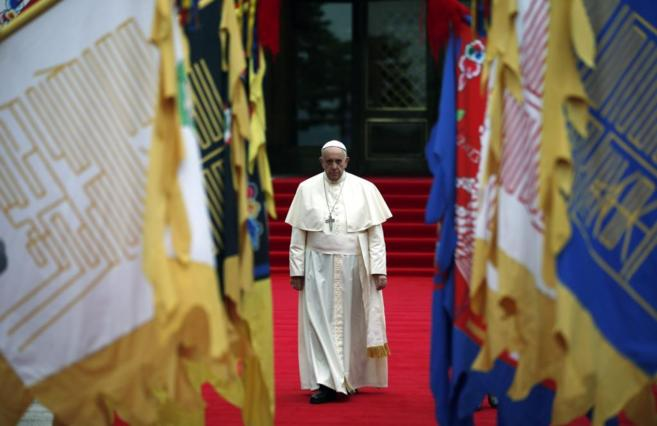 El Papa, a su llegada a Seúl.