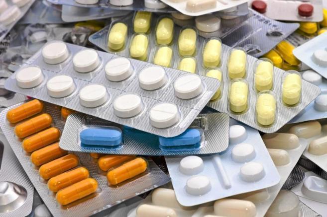 Envases de fármacos que se venden sin prescripción médica.