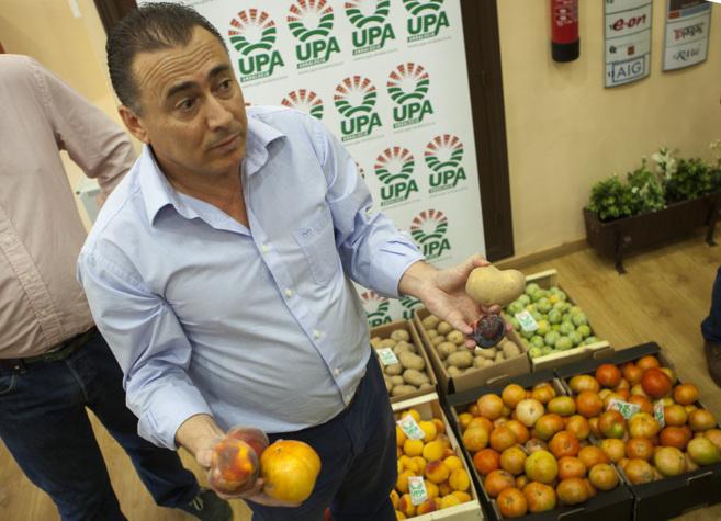 El secretario general de la UPA-A, Agustin Rodríguez, en su protesta...