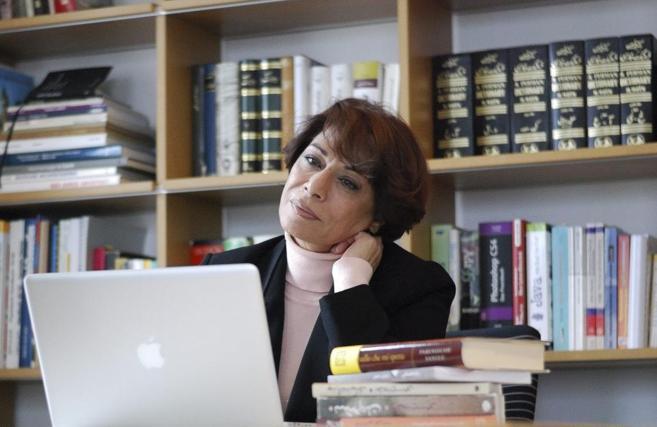 La socióloga, psicóloga y novelista Parinoush Saniee.