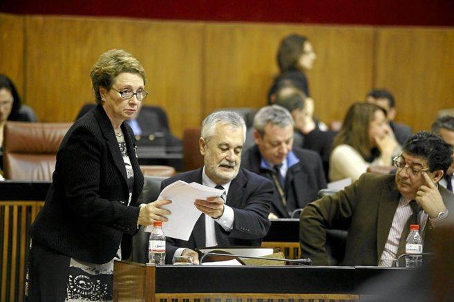 La ex consejera de Hacienda, Carmen Martínez Aguayo, con Griñán y...