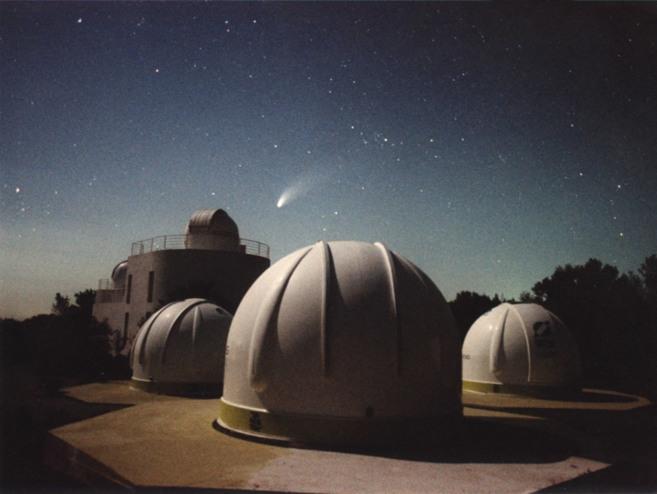 Las cúpulas con los telescopios de observación en las instalaciones...