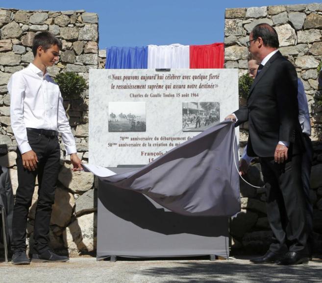 Hollande descubre una placa por el 70º aniversario del Desembarco de...
