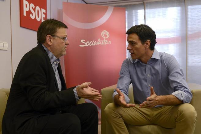 Pedro Sánchez con Ximo Puig en una reunión en la sede socialista de...