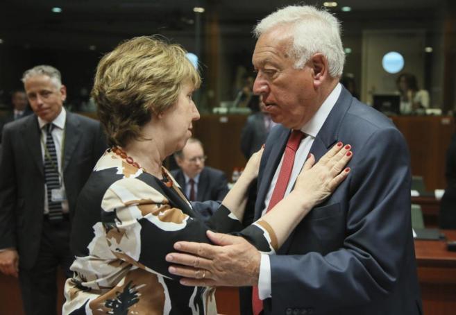 Margallo con la alta representante de la UE, Catherine Ashton, hoy en...