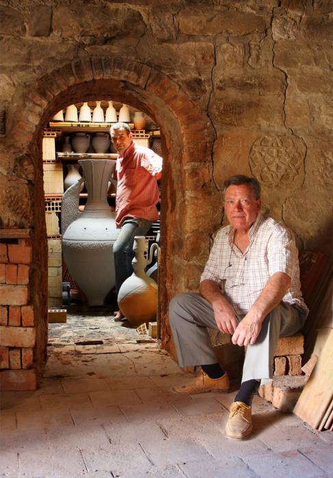 El artesano Pablo Tito en su taller de Úbeda.