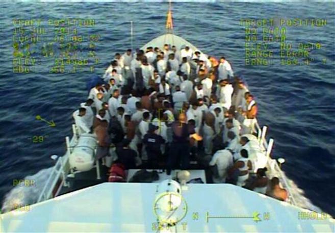 Un grupo de cubanos interceptados en alta mar son devueltos a la isla.