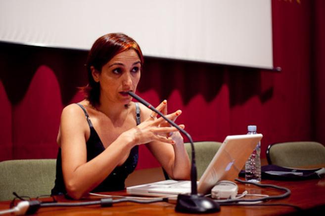 La investigadora Helena Maleno durante una conferencia.