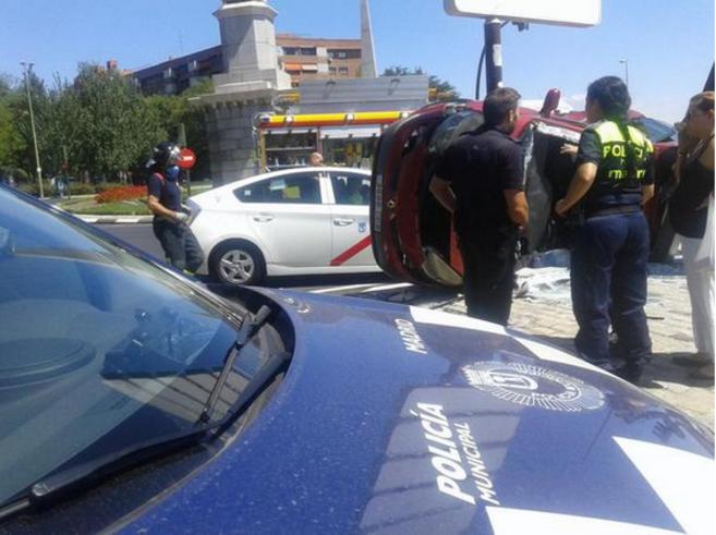 Cuatro mujeres heridas en un choque de dos vehículos en la glorieta ...