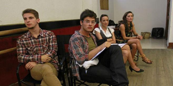 Algunos de los aspirantes antes de su audición para el espectáculo...